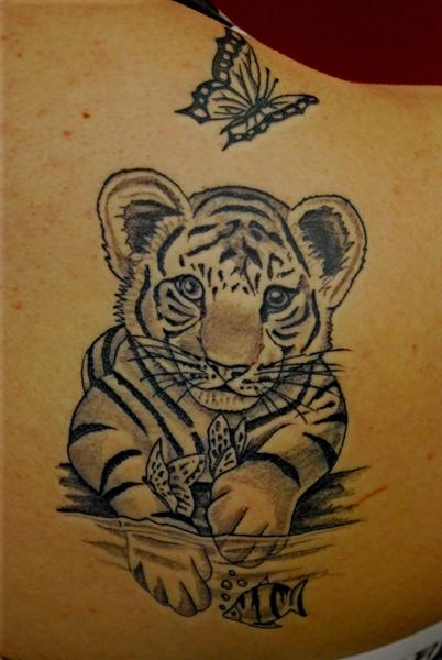 tatouage tigre femme. Black Bedroom Furniture Sets. Home Design Ideas