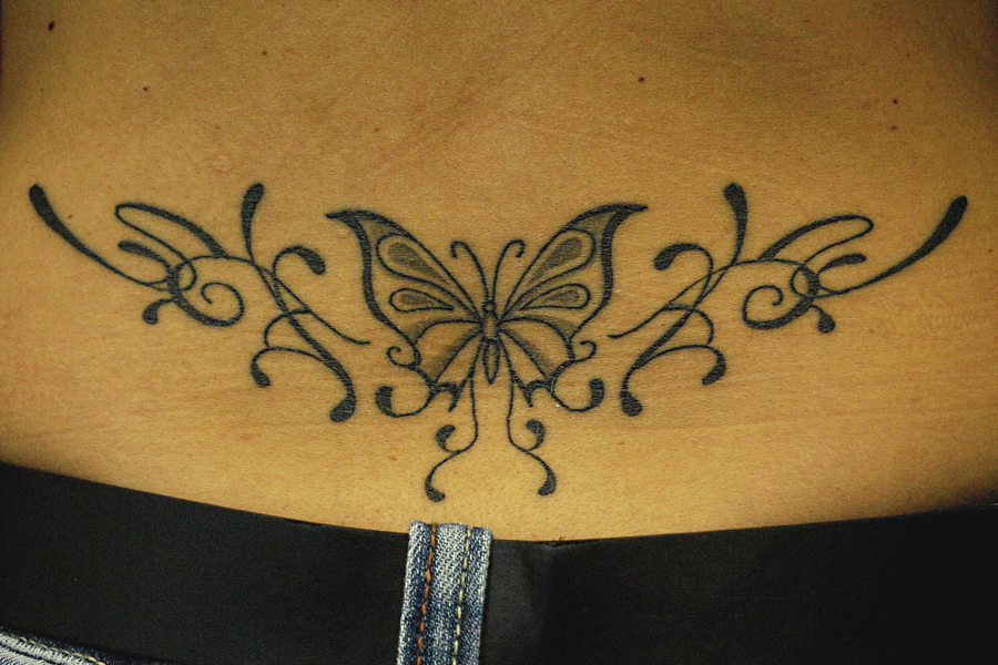 Papillon sur omoplate tattoo pictures to pin on pinterest - Tatouage de papillon ...
